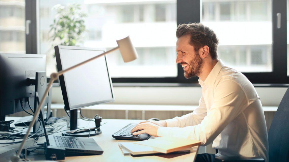 Hvorfor den neutrale skjorte er vigtig på en arbejdsplads